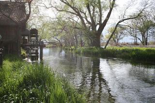 安曇野の清水と水車