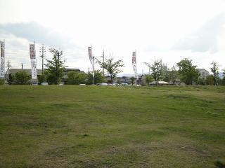 尼ヶ淵の跡は芝生と駐車場