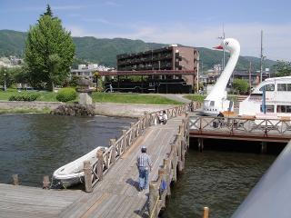 甲板から桟橋を眺めて