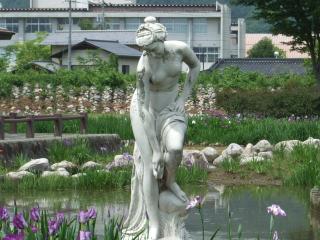 あやめ公園 銅像