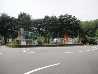 豊富な遊具のある与田切公園