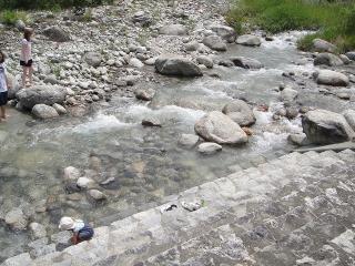 与田切川はとてもきれいで子供もOK