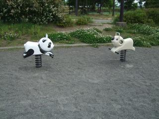 南部公園のスプリング遊具