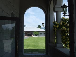 豊科近代美術館 入口から東を眺める