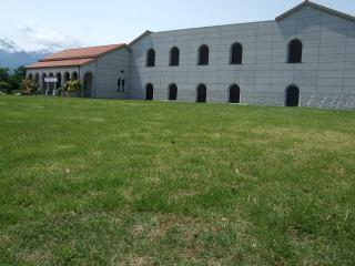 豊科近代美術館 芝生広場