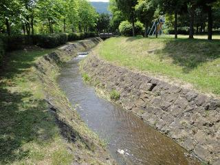 緑ヶ丘公園 水路