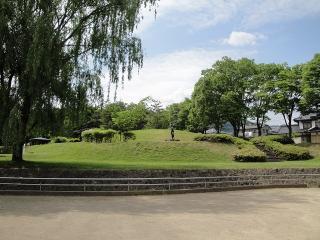 緑ヶ丘公園 ポーズする踊り子(遠くから)