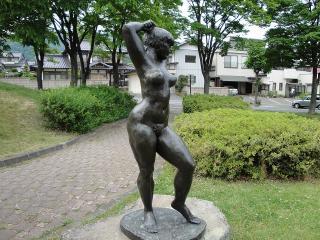 緑ヶ丘公園 ポーズする踊り子