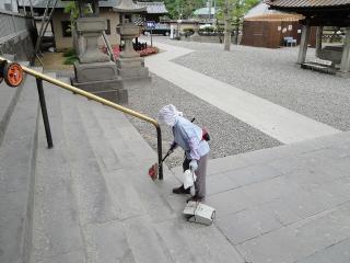 善光寺 掃除のおばちゃん