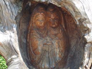 木の中の道祖神