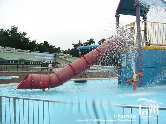 乳児プールのすべり台と何か