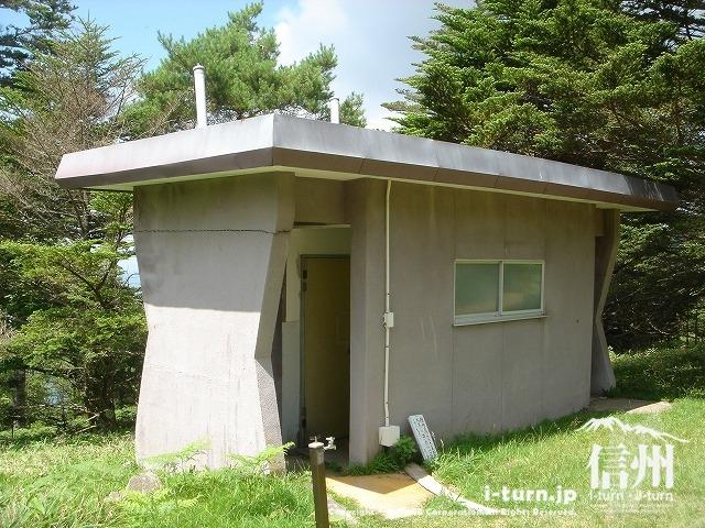 鹿嶺高原のキャンプ場にあるトイレ
