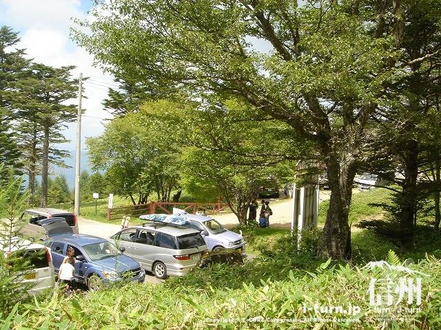 雷鳥荘前の駐車場、ここから先は車両通行止め