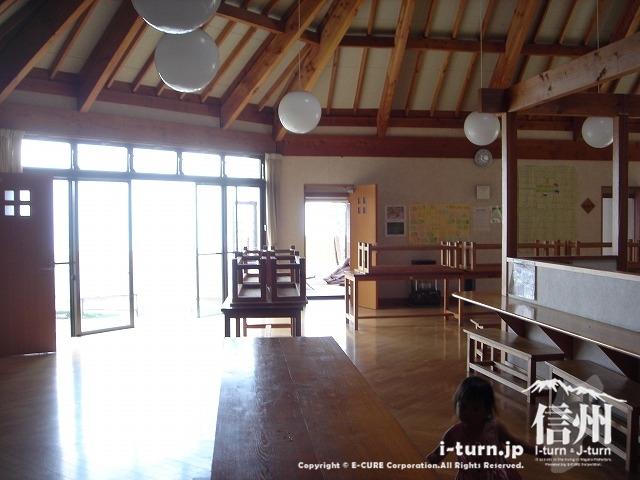 雷鳥荘の食堂兼レクレーション場所