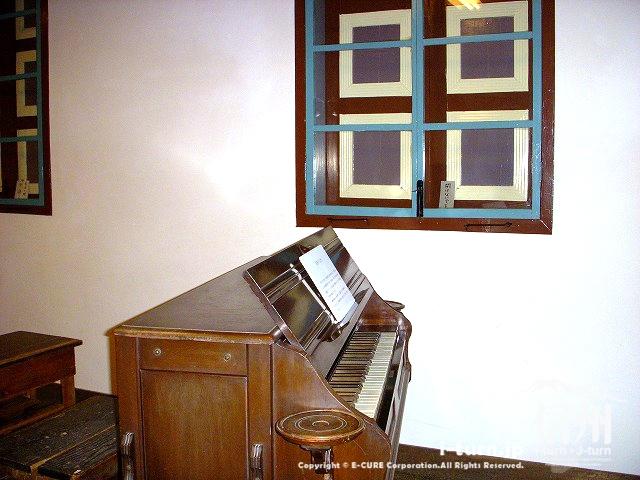 旧開智学校の音楽授業に使われたオルガン