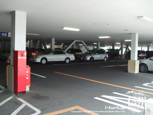 エイデンの下は駐車場