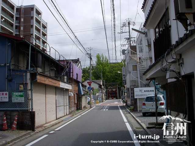 深志神社へ続く道