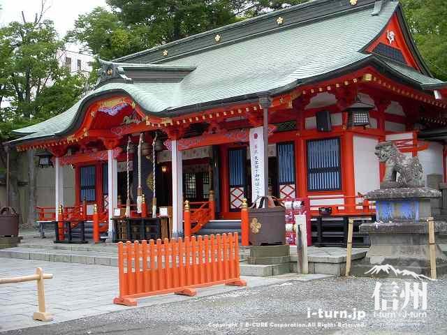 こちらが深志神社の本殿・神殿(ほんでん・しんでん)?