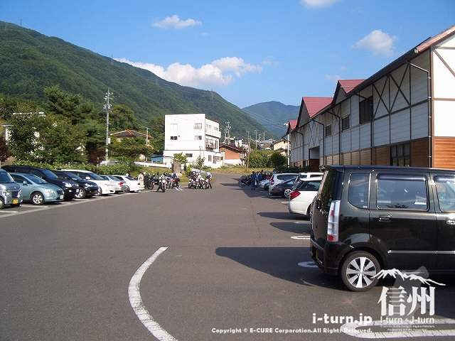 山辺ワイナリーの駐車場
