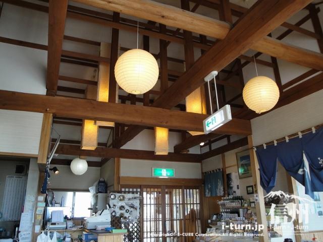 飯綱町よこ亭の天井は古民家風