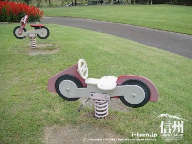 三峰川榛原河川公園 バイク型遊具