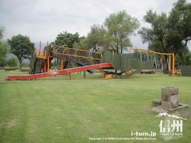 三峰川榛原河川公園 複合遊具