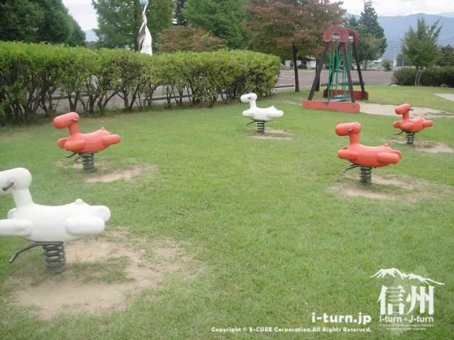 宮田村ふれあい広場 木馬の遊具