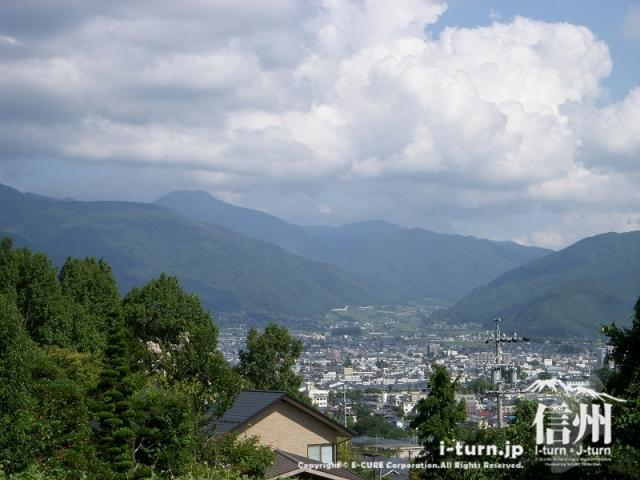 城山公園から山辺方面を見下ろします。
