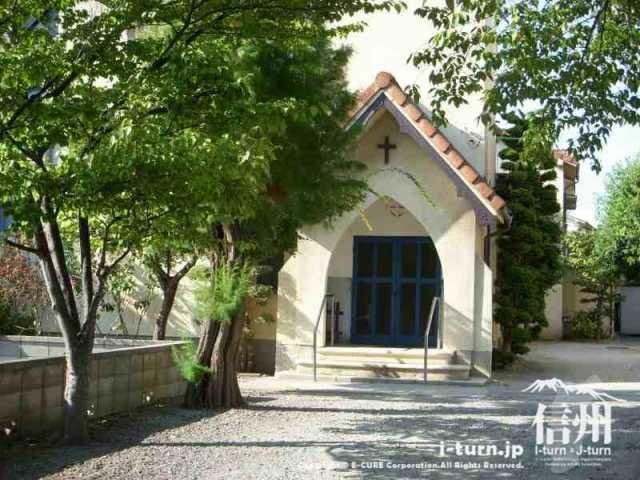 松本聖十字業界の礼拝堂入口
