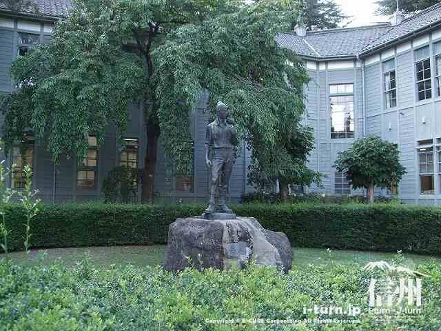 「岳人」という銅像