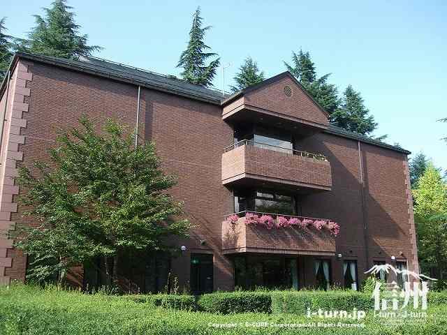 中庭からみた旧制高等学校記念館