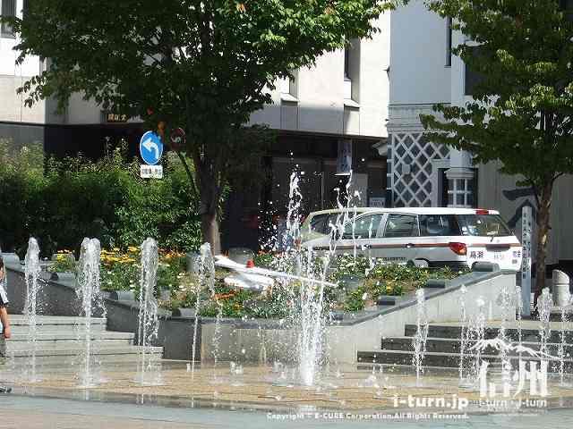 花時計公園 時計の前にある噴水