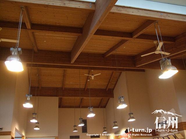 堀金物産センターの天井
