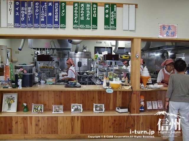 おむすびの店の厨房
