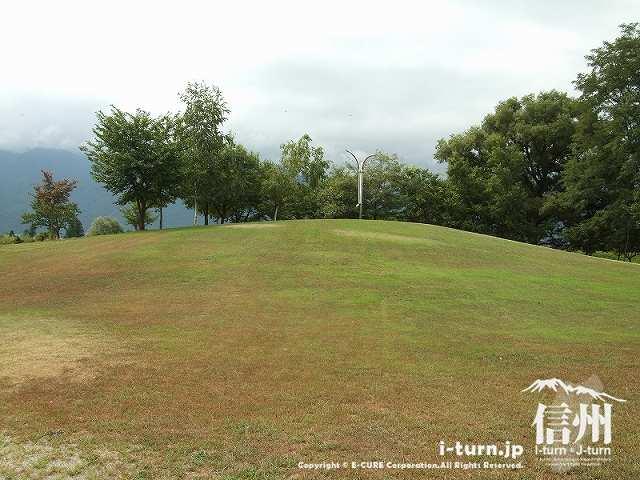 わんぱくゾーンの丘