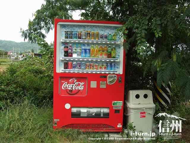 自販機はコカコーラ