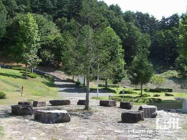 クラフトパーク 木を囲んで団らん