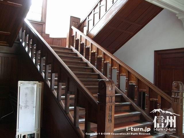 旧制松本高校本館 入口にある階段