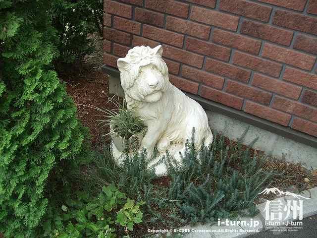 トイレはライオンが警備