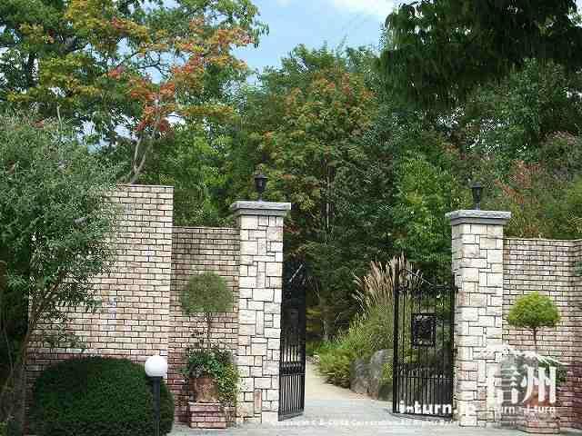 ラカスタ入口の門