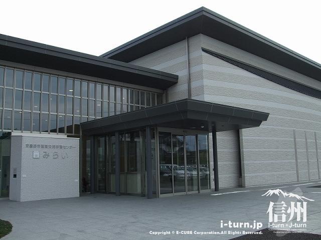 図書館を核とした複合学習施設|穂高交流学習センター「みらい」|安曇野市