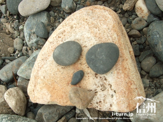 河川敷の石で遊んでみた・・・