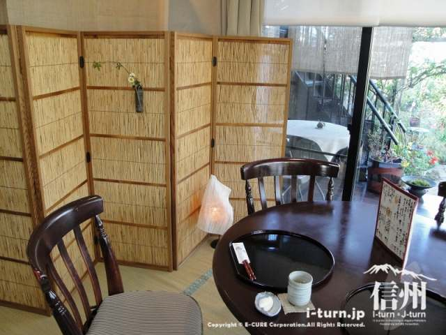 花尋庵 奥の和室のテーブル