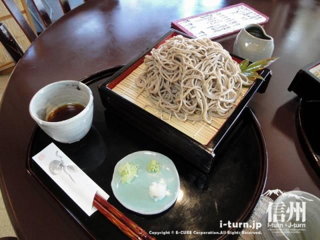 花尋庵 「せいろ・田舎そば」大盛1050円