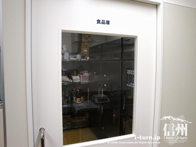 藤森病院 調理室横の食料庫