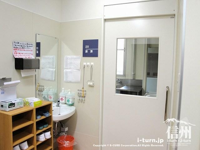藤森病院 厨房入口のドア
