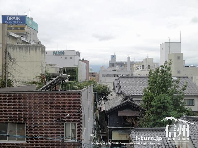 藤森病院 3階窓からの風景、パルコが見える