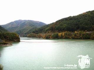 箕輪ダムの湖面