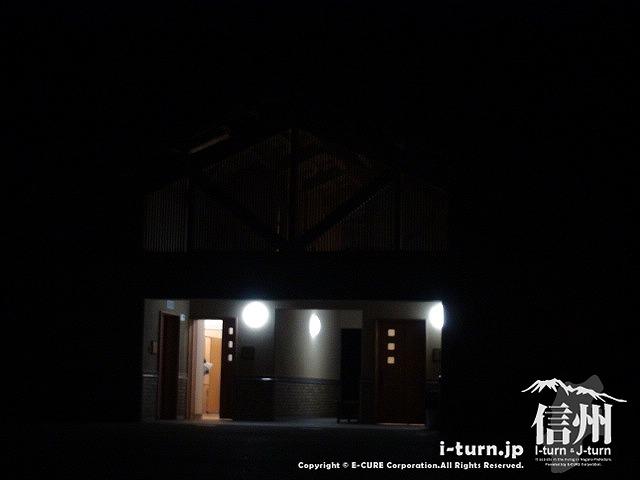 あづみの公園(大町・松川地区) 夜の駐車場トイレ