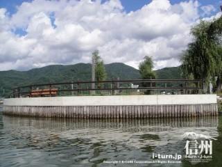 諏訪湖にある人工島